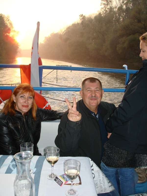 20.10.2017 Na lodi - západ slnka - Božka a Hajo s Jarkou